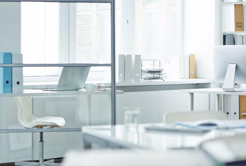 Jak dbać o sprzęty biurowe? Czyste wyposażenie biura zwiększa wydajność pracy